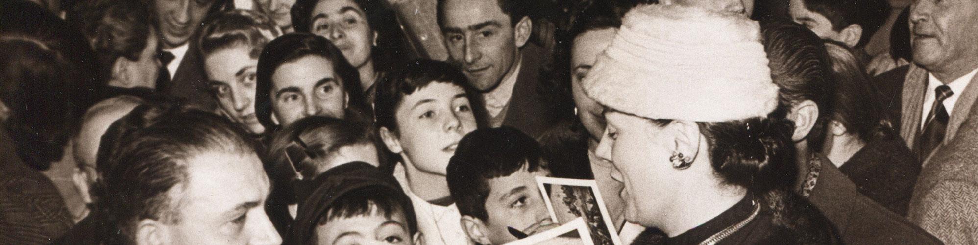 Renata Tebaldi e i fan, 1957